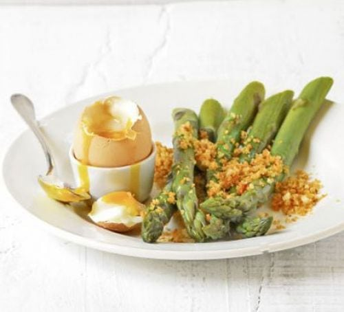 How to Eat Healthy For Less Than $400 a Month - eggs with asparagus