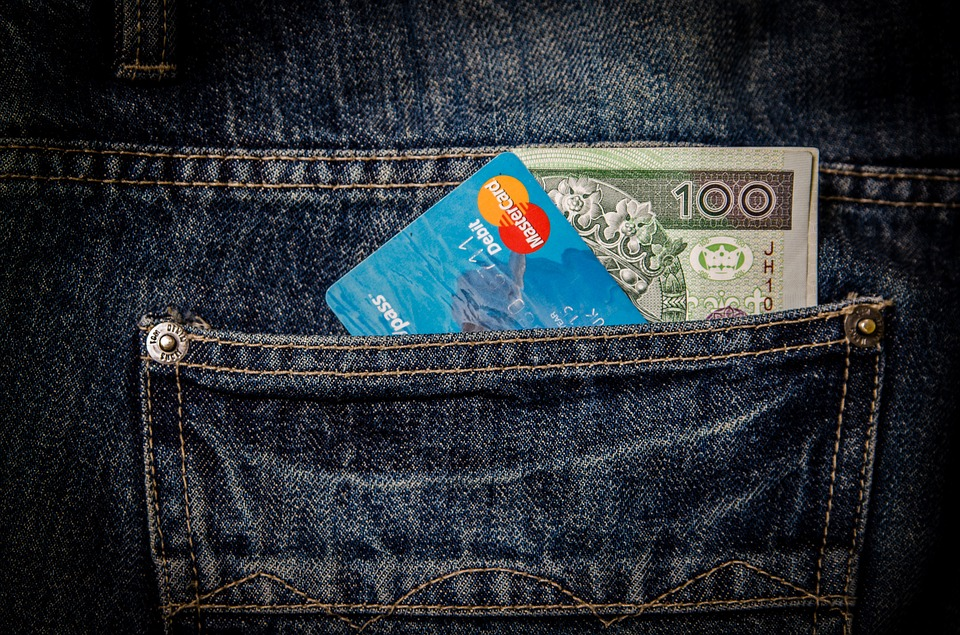 ultimate credit card guide - difference between credit and debit card