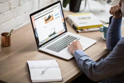 laptop man browsing