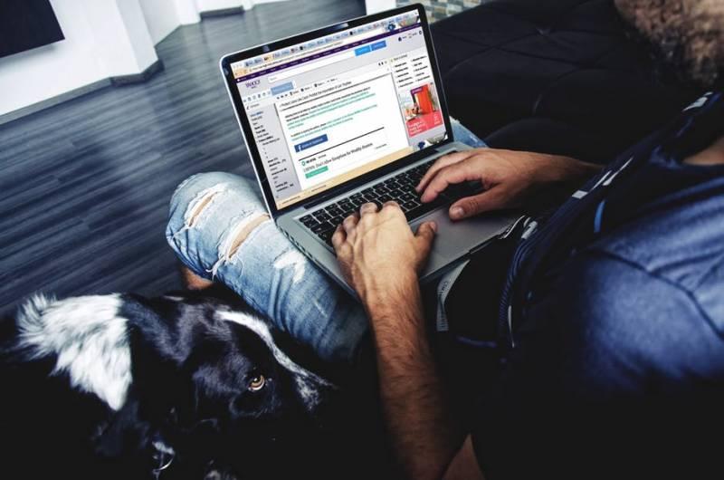 guy-on-laptop
