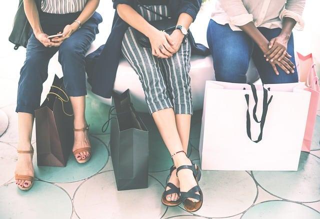 women shopping photo
