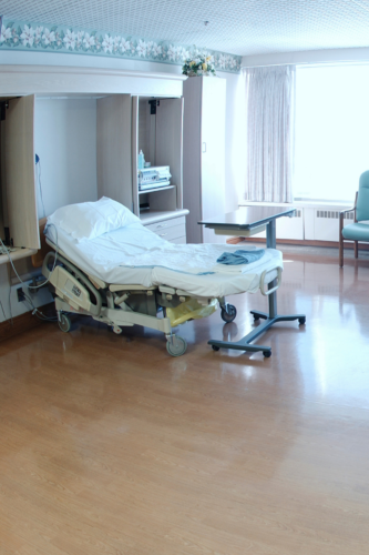 image of an empty delivery room